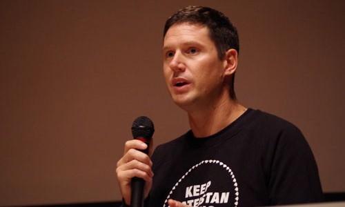 アフガニスタンでスケートボードを使った教育支援を行うユニークな活動を追ったドキュメンタリー『スケーティスタン』の上映後に、作品の題材となったNGOの創設者オリバー・ペルコビッチさんをゲストに迎えトークイベントを行いました。(2014年・第9回)/ We welcomed Mr.Oliver Percovich, founder of Skateistan, as a guest speaker in 2014