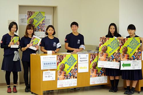 関西上映を支えてくれた会場ボランティアの大学生、高校生たち(2014年・第9回) Every year many highschool students and university students participate as volunteers.